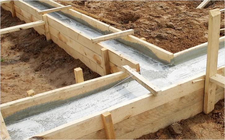 Заливка бетонного фундамента