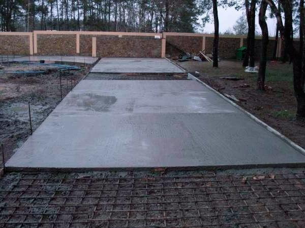 Площадка для автомобиля из бетона