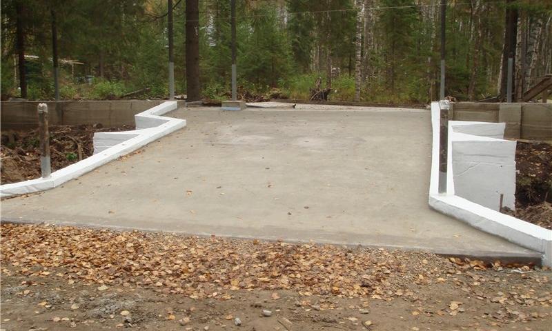 Площадка из бетона для автомобиля