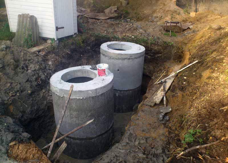 Установка бетонных колец для септика