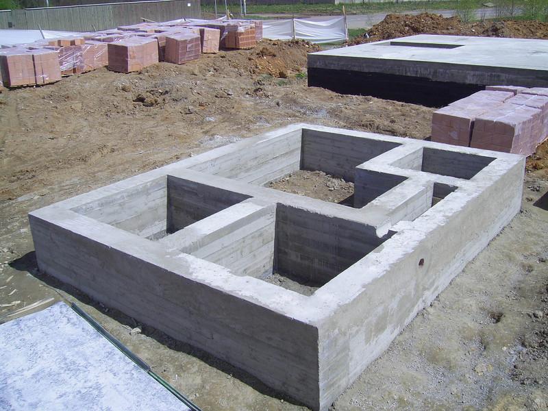 Заливка фундамента из бетона