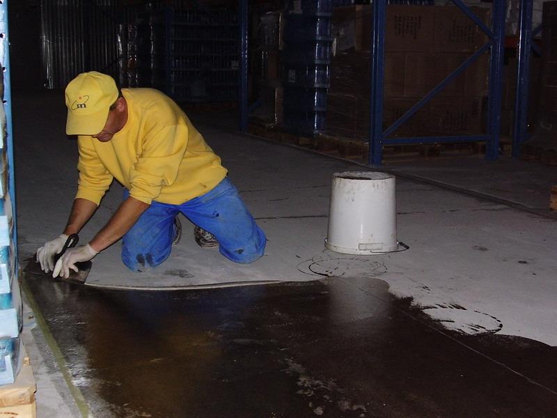 Нанесение пропитки для глубокого проникновения бетона