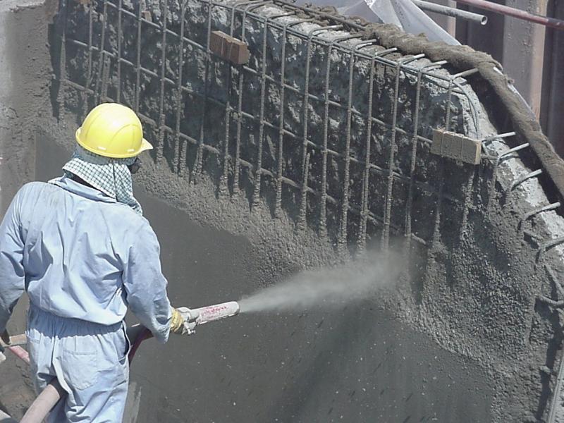 Нанесение торкет-бетона на вертикальную поверхность