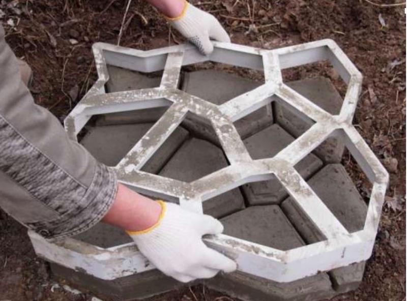 Заливка формы для тротуарной плитки