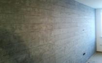 Декоративная штукатурка под бетон — характеристики, применение и самостоятельная отделка